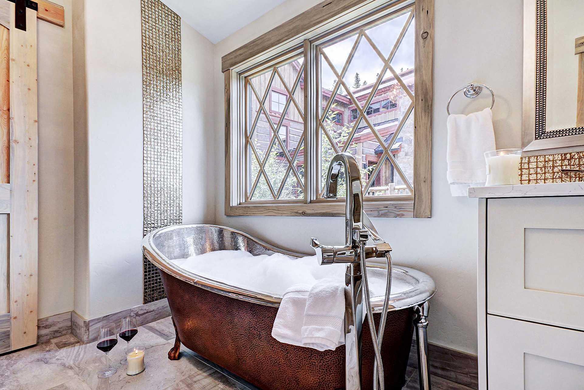 Queen Master Bath