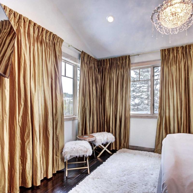 Queen Master Suite